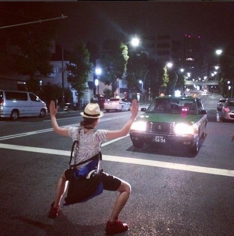 【画像あり】長澤まさみ タクシーの前に立ちはだかっている画像を投稿→削除