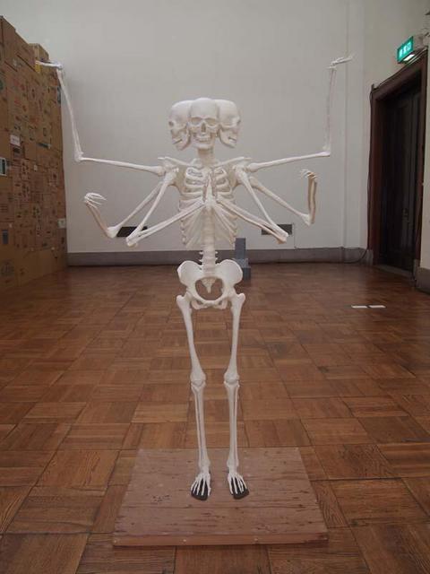 圧倒的インパクト!「阿修羅骨格像」がすごい・成安造形大学・ガチャピン骨格図