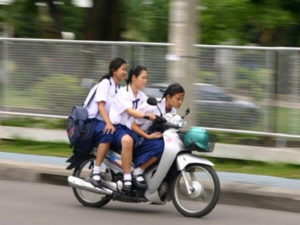 タイの女子高生カッコよすぎワロタwww