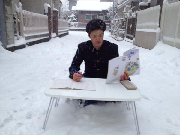 お前ら雪だからってはしゃぎすぎ。